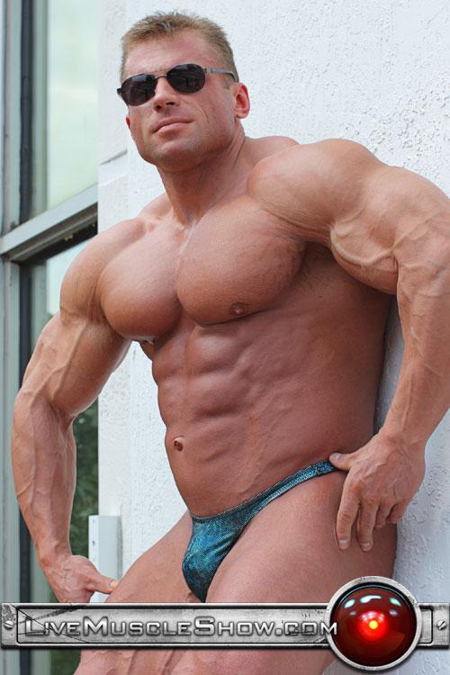 Buff bodybuilder gay