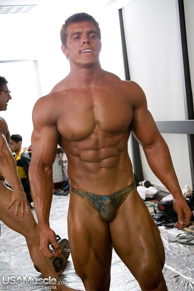Gay Bodybuilder Brad Castleberry Loves to be Stroked