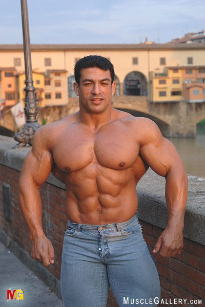 Shirtless Hunk has a Big Body   Huge Gay BodyBuilders